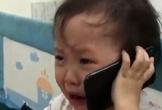 Cô bé 3 tuổi khóc lóc gọi điện cầu cứu ông nội vì bị bố trêu đến nỗi không ngủ được