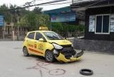 Xe taxi vỡ đầu khi va chạm với xe máy