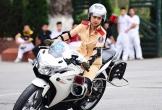 Nữ sinh Cảnh sát lái môtô đặc chủng điêu luyện