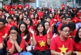 Học sinh 'nhuộm đỏ' sân trường cổ vũ đội tuyển Việt Nam