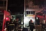 Quán karaoke ở Hà Nội cháy lớn trong đêm, nhiều người hốt hoảng tháo chạy