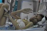 Người mẹ nghèo nhói lòng nhìn con bị mô bào phổi 5 năm trời không đầu hàng số phận