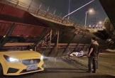 Kinh hoàng khoảnh khắc cầu vượt bất ngờ đổ sập, đè nát 3 ô tô