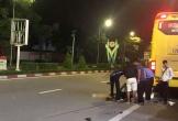 Ô tô khách tông văng xe máy, 1 người tử vong, 1 người nguy kịch