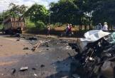 Xe rước dâu đâm trực diện xe tải, 2 tài xế bị thương nặng