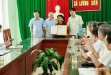 Chủ tịch tỉnh Thanh Hóa tặng bằng khen cụ bà xin thoát nghèo