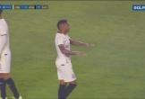 Clip: Pha đá phản lưới nhà lạ lùng khiến cầu thủ bị nghi
