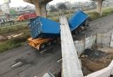 Kinh hoàng container kéo sập cầu bộ hành ở cửa ngõ Sài Gòn
