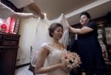 Ngày em tái hôn, con gái 7 tuổi khóc nức nở đòi theo mẹ mà chồng mới cứ giằng lại