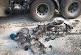 Người đàn ông gào thảm thiết sau khi bị xe container cán nát chân