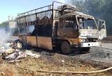 Bình Phước: Xe tải chở bìa cát tông cháy trơ khung