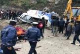 Xe buýt chở đoàn người hành hương lao xuống sườn núi dựng đứng, ít nhất 14 người thiệt mạng