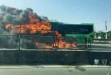 Xe khách giường nằm bốc cháy ngùn ngụt, trơ khung trên Quốc lộ 1A