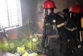 Người phụ nữ sang hàng xóm chơi quên rút điện gây cháy nhà