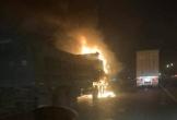 Ô tô và xe máy bốc cháy ngùn ngụt sau cú va chạm mạnh, một người tử vong tại chỗ