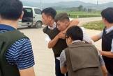 Cận cảnh khống chế 3 kẻ ôm súng cố thủ trong xe ở Hà Tĩnh