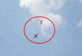 Khoảnh khắc 2 máy bay biểu diễn đâm nhau giữa trời rồi lao xuống đất bốc cháy