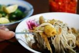 Món bún 10.000 đồng có mùi thối khiến khách tò mò ở Pleiku