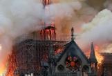Cháy lớn tại Nhà thờ Đức Bà Paris, người dân quỳ xuống đường cầu nguyện