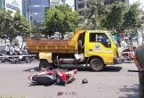Xe máy tông vào đuôi ô tô dọn vệ sinh, người phụ nữ bị thương nặng