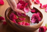 Những tác dụng không ngờ của nước hoa hồng với làn da