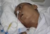 Người chồng trẻ bị xuất huyết não, vợ và con trai 9 tuổi cúi đầu xin mọi người giúp đỡ