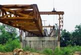 Cầu 130 tỷ vào suối cá thần ngổn ngang, dang dở sau 8 năm thi công