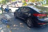Đi xe đạp ngã xuống đường rồi tử vong sau va chạm với ô tô