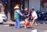 Nhắc nhở việc vứt rác, nữ lao công bị chủ shop áo quần đánh