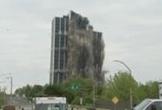 Khoảnh khắc tòa nhà 21 tầng tan biến thành tro bụi tại Mỹ