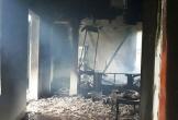 Sét đánh cháy nhà, cả gia đình may mắn thoát chết