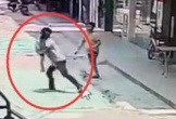 Bắt cóc bé trai 3 tuổi giữa ban ngày, gã đàn ông bị dân đánh bầm dập
