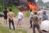 Cháy xe khách 16 chỗ, bé trai 14 tuổi tử vong