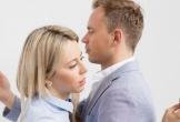 Vợ chồng trẻ lục đục vì smartphone