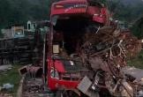 Xe tải đấu đầu xe khách, hơn 30 người thương vong