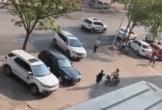 Chồng lái xe đâm vợ dã man sau khi hoàn thành thủ tục ly hôn