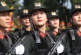 Những 'bông hồng thép' ôm súng diễu hành trong hội thi ở Tây Nguyên