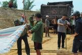Thi thể nam thanh niên bị đất vùi trong thùng xe tải