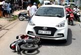 Gã đàn ông tàng trữ ma túy tông ôtô vào xe cảnh sát truy bắt