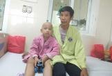Bố mẹ nghèo bất lực nhìn con héo mòn vì bạo bệnh