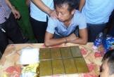 Chặn QL1A, bắt giữ 2 đối tượng vận chuyển số lượng ma túy và thuốc nổ