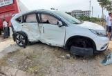 Hà Tĩnh: Xe giường nằm tông xe 7 chỗ bay lên vỉa hè, 2 người bị thương nặng