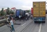 Xe tải đổ vào đám đông vây quanh một vụ tai nạn, 6 người tử vong