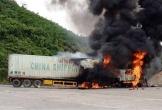 Quảng Bình: Tài xế may mắn thoát chết khi kịp nhảy khỏi xe container đang cháy
