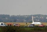 Hành khách kể lại khoảnh khắc 'chết đi, sống lại' khi máy bay Nga hạ cánh giữa đồng ngô