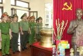 Công an tỉnh Thanh Hóa dâng hương tưởng niệm Chủ tịch Hồ Chí Minh và nữ Anh hùng liệt sỹ CAND Nguyễn Thị Lợi