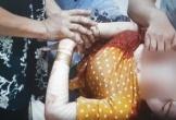 Camera ghi hình đối tượng bất ngờ đâm nhiều nhát vào cổ người phụ nữ ở Bình Dương