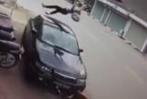 Nữ sinh đi xe đạp điện ngược chiều bị ô tô hất văng lên không trung