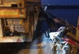 Ô tô container tông 3 xe máy trên cầu Thanh Trì, 1 người rơi xuống sông tử vong
