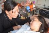 Người mẹ nghèo bất lực nhìn con gái